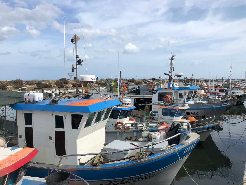 fuseta haven vissersbootje