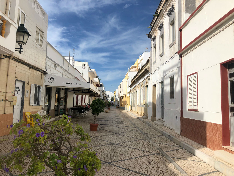 Fuseta, straatje naar dorpspleintje